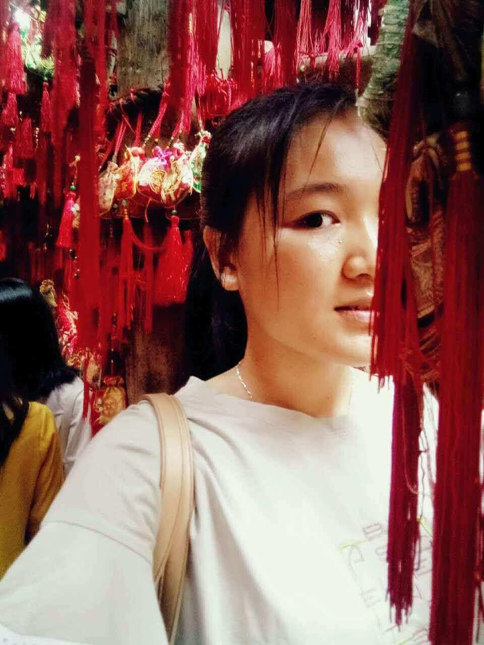 chengdu westchinago tour guide:liyiqing