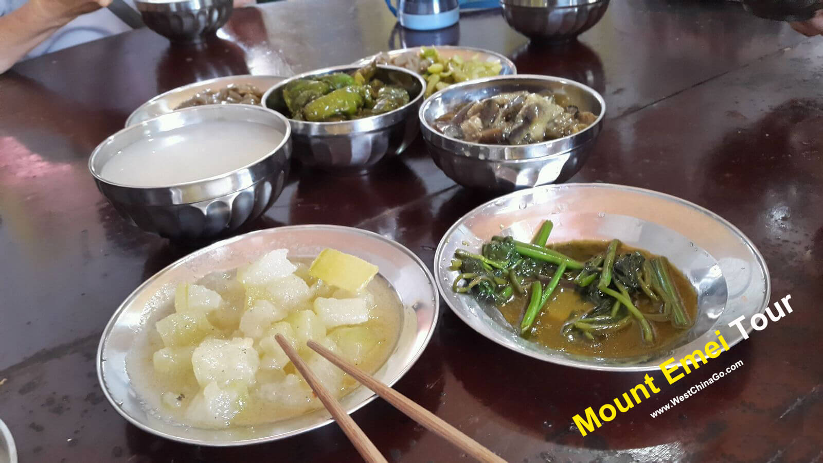 mount emei tour--eat in the temple