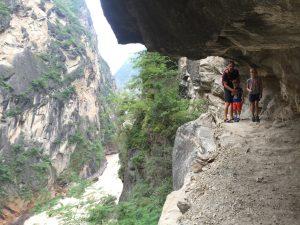 yunan lijiang tiger leaping gorge hiking