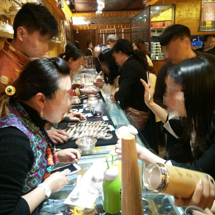 jiuzhaigou shopping