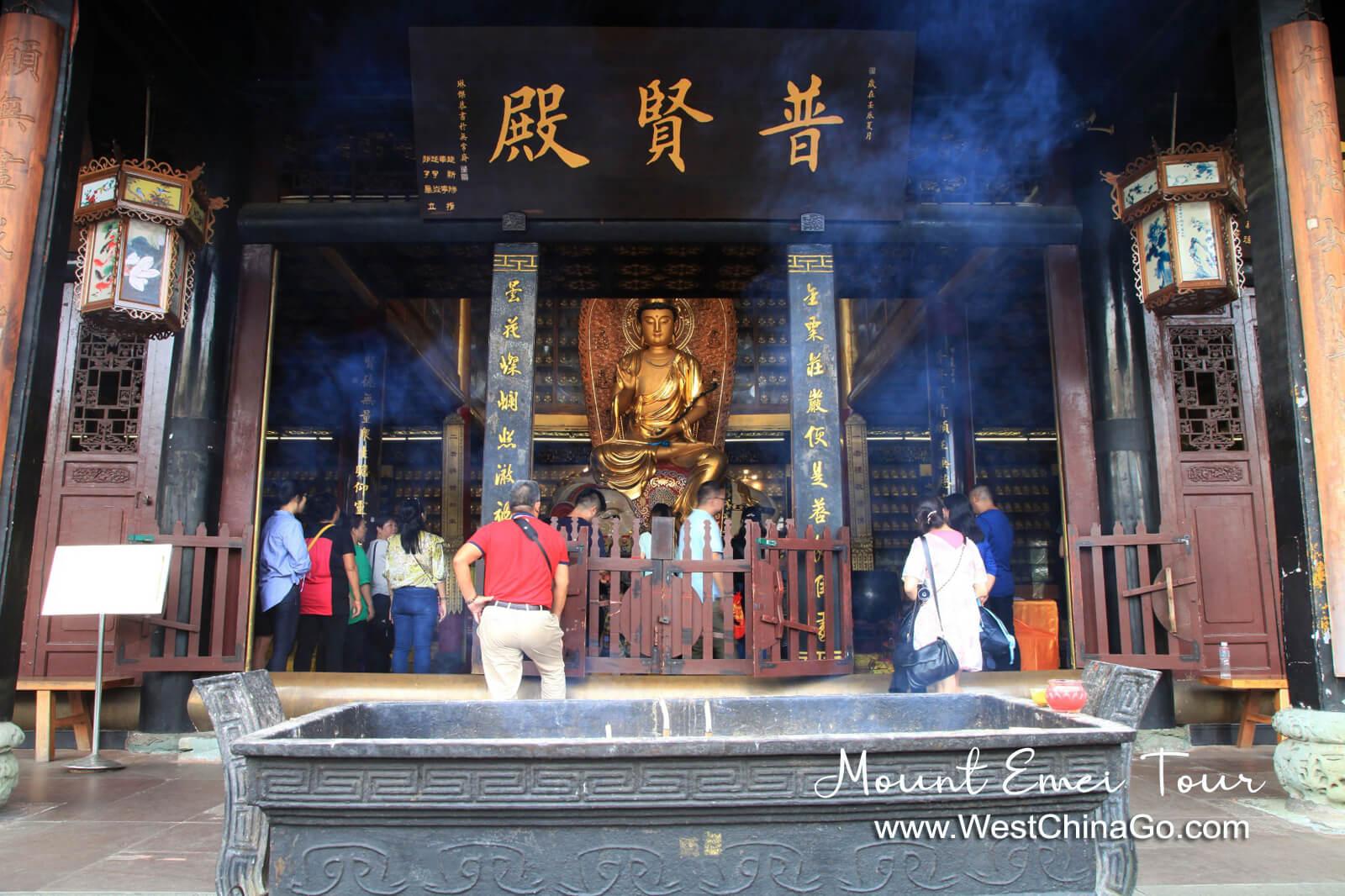 Mount Emei BaoGuo Temple