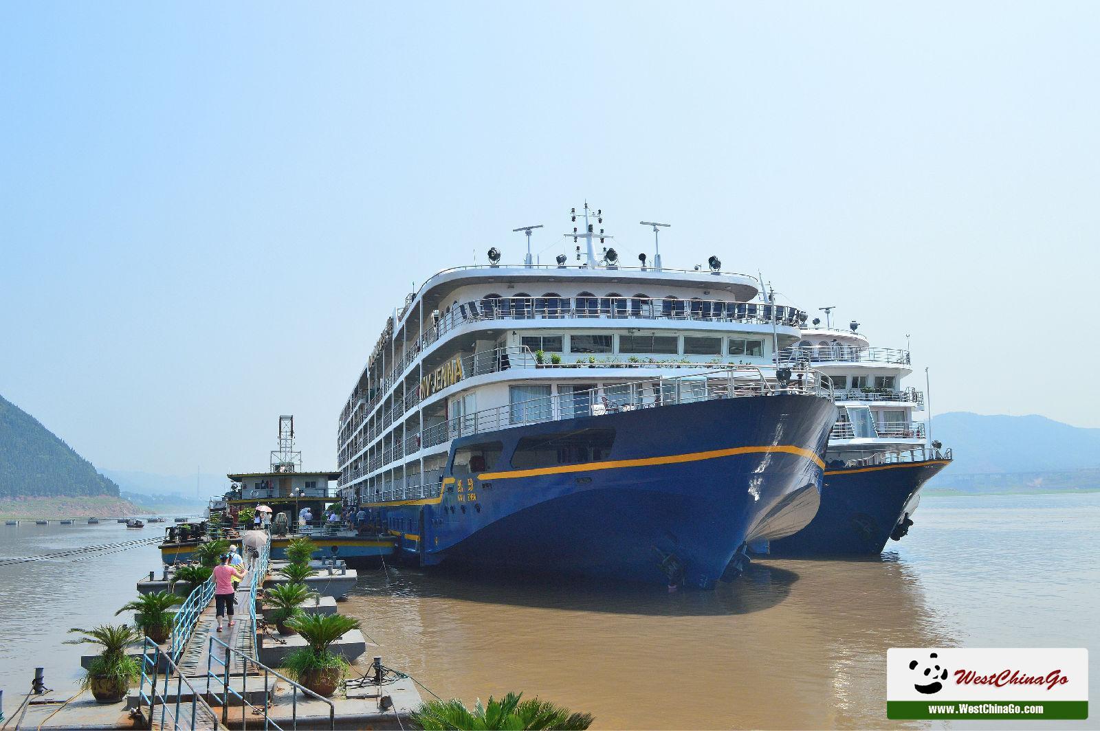 yangtze river cruise--Victoria Jenna