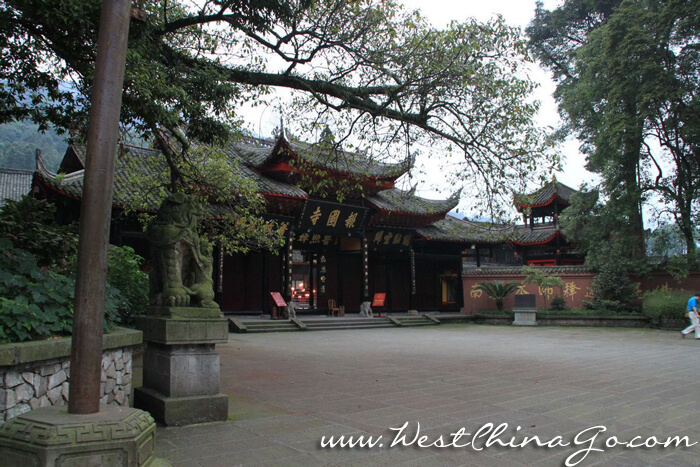 baoguo monasty_mount emei tour