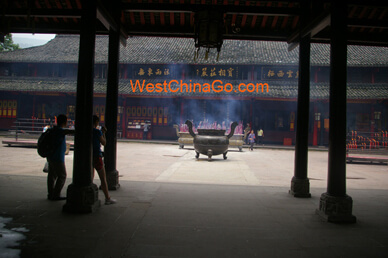 BaoGuo Temple---mount emei tour