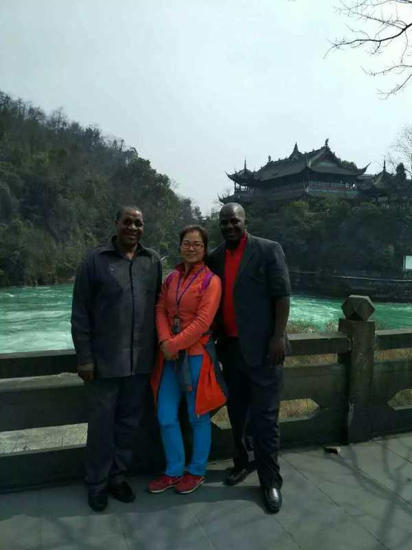 chengdu westchinago tour guide-yao