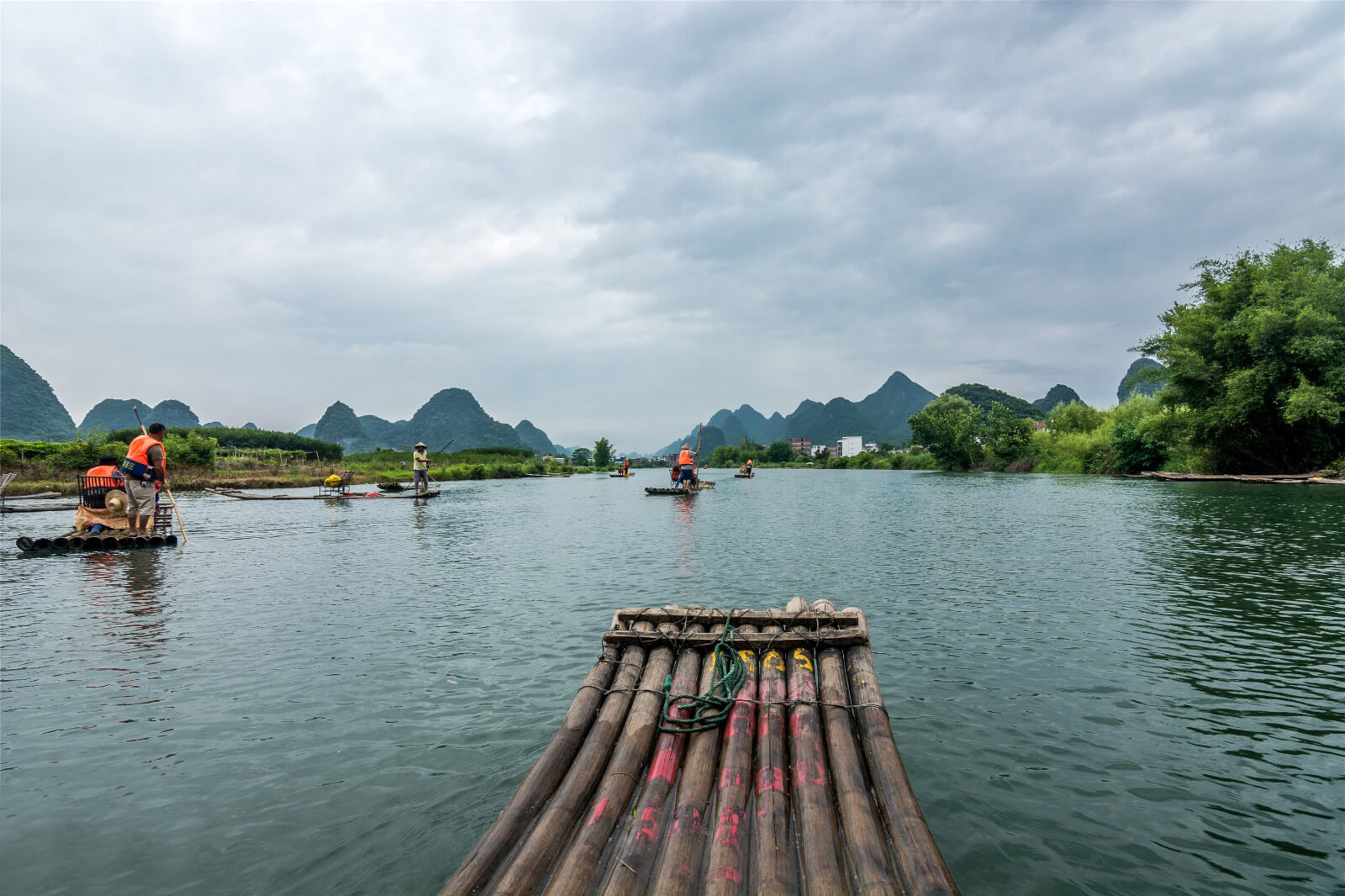 GuiLin YuLong River raft