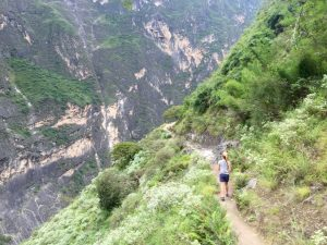 yunan lijiang tiger leaping gorge hiking