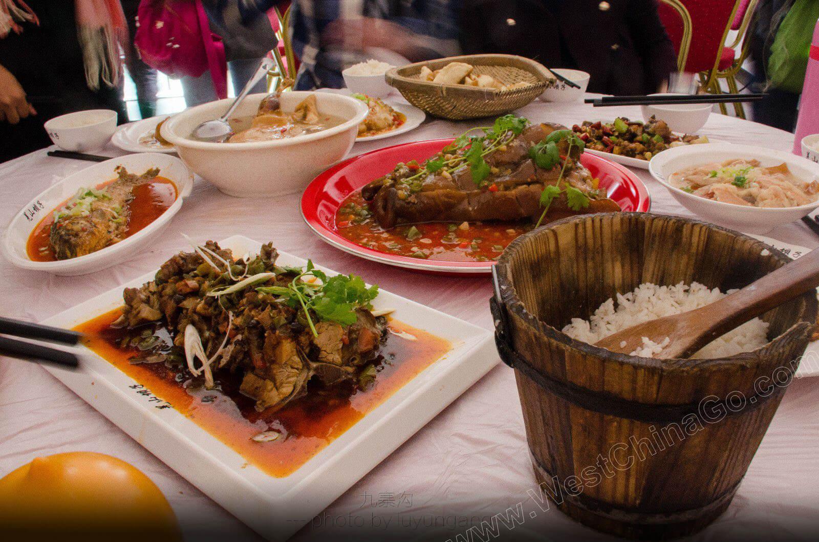 jiuzhaigou dining